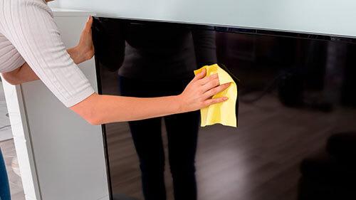 خشک کردن پنل تلویزیون آب خورده